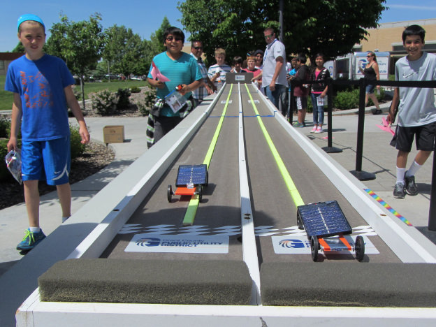 Kids racing solar cars
